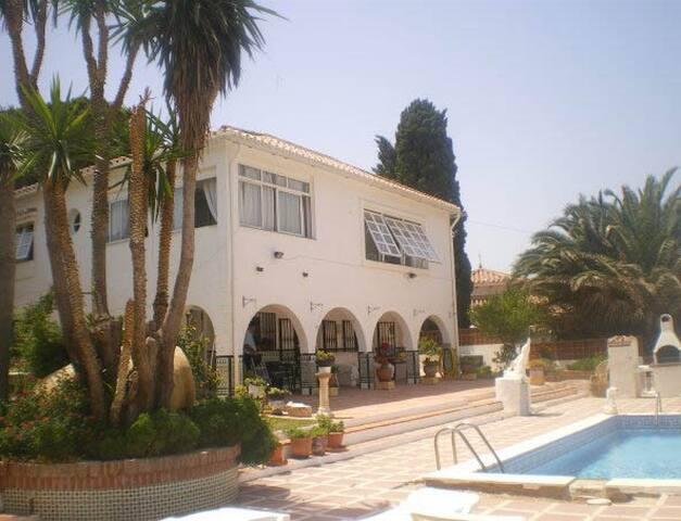 Costa Del Sol 5 Star rated - Fuengirola - Villa