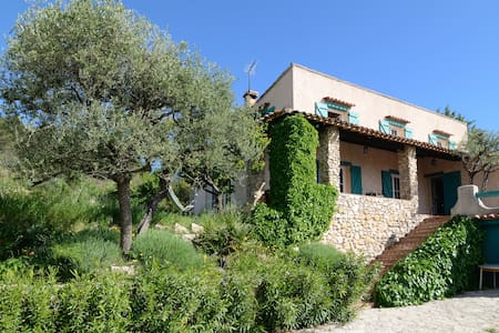 villa avec piscine Marseille  Aix - Cadolive