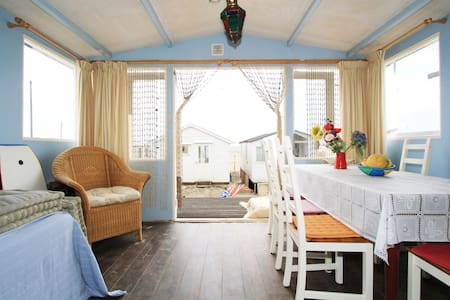 Beach cottage near Amsterdam!  - IJmuiden - Hytte
