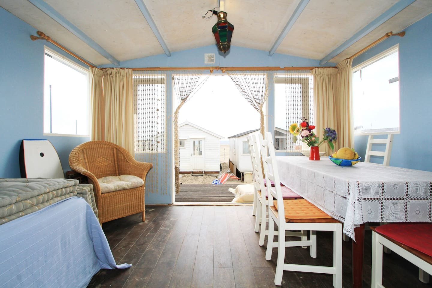 Lovely beach cottage close to Amsterdam