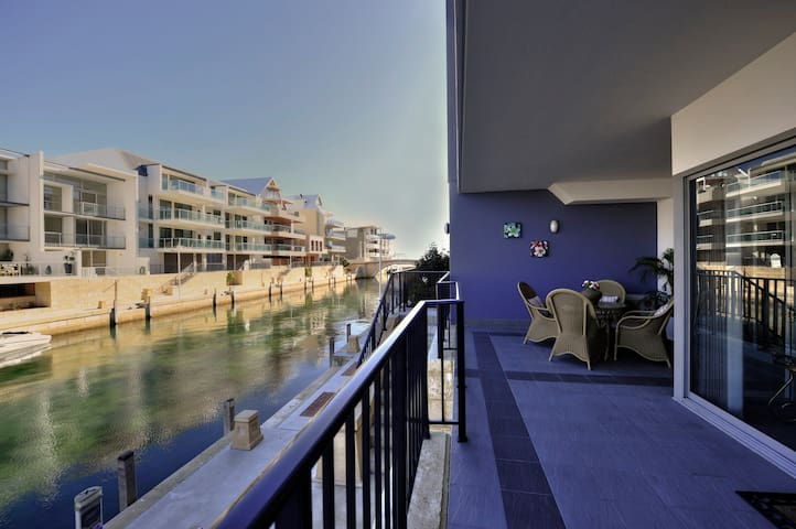 1 bedroom apartment on the Canal _5 *SPECIAL DEAL - Mandurah - Appartement