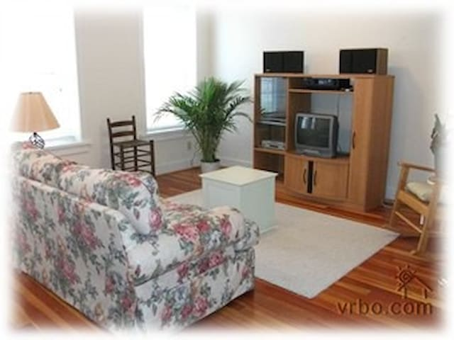 Space, Light & Privacy..Serene - Clarksville - Appartement