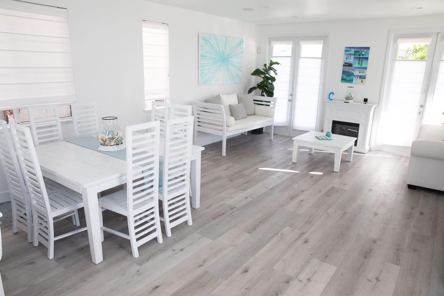 Formal living & dining room.