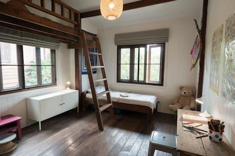 661 Thai Wooden Home with a Modern Twist