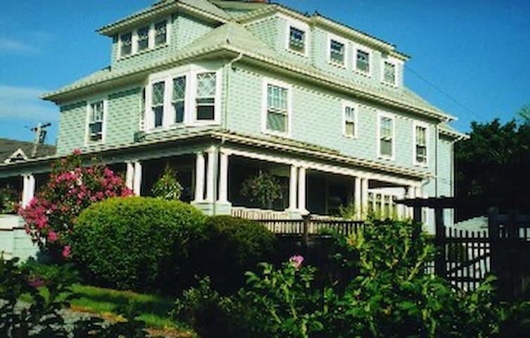 Good Harbor House cozy guest studio