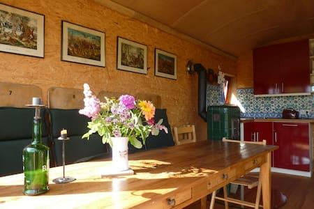 Romantic Construction Trailer in MV - Peenehagen - Husbil/husvagn