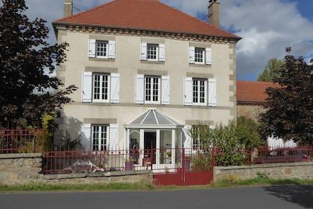 Chambre d hotes en Auvergne - Saint-Jean-des-Ollières - Bed & Breakfast