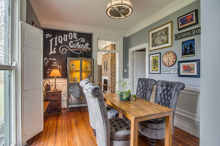 The Alexandra on 2nd - Gorgeous Victorian with Central Location and Gorgeous Veranda