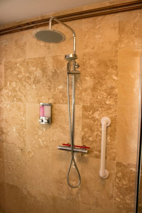 WALK IN SHOWER ROOM  SUITABLE FOR DISABLED AND WHEELCHAIR