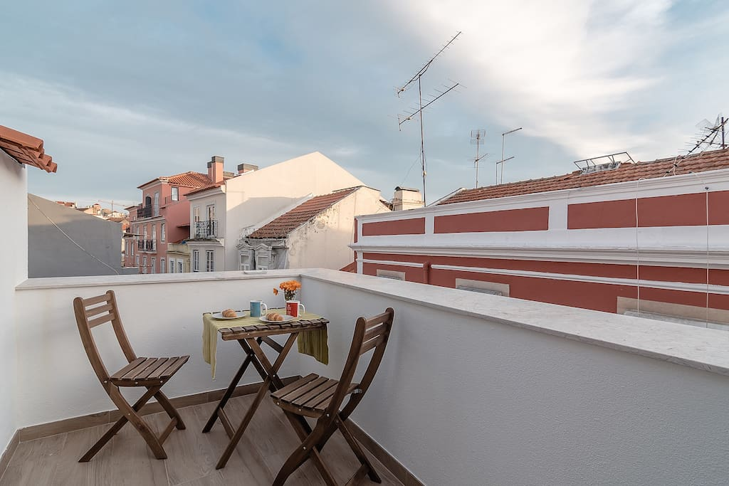 Roof terrace to the south - enjoy Lisbon nights