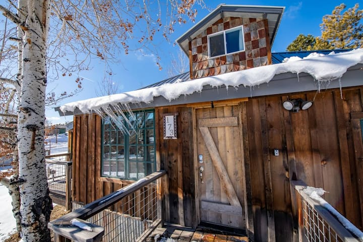 NEW! DOWNTOWN GEM-Luxury Mountain Modern-Walk To Downtown Amenities-25 Minutes to Wolf Creek!