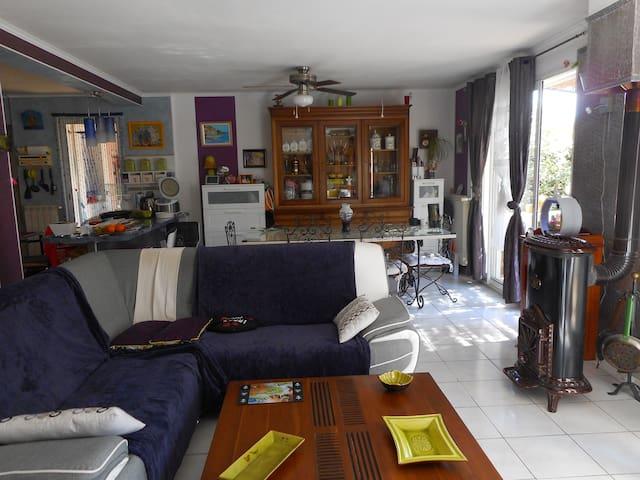 maison avec jardin et places de parking - Ollioules - Casa