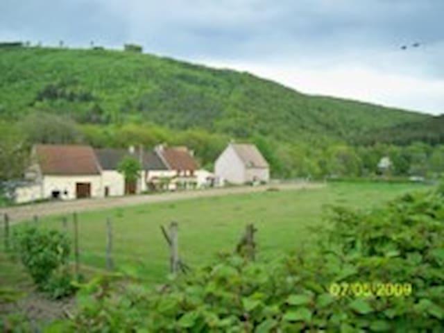 Morvan - Maison de tourisme; La Chaume aux renards - Marigny-l'Église - Apartamento com serviços incluídos