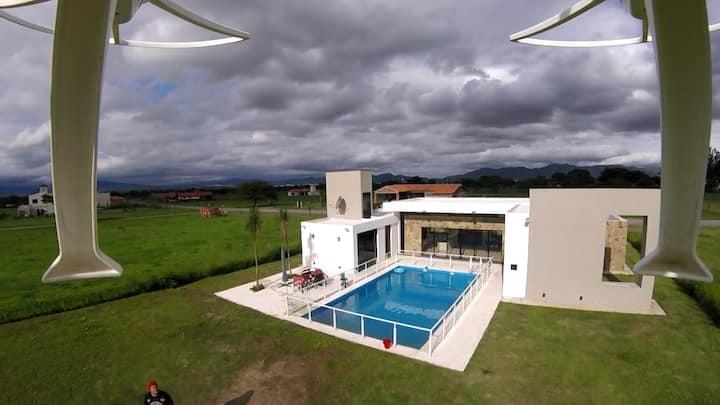 Casa importante en club de campo privado c/piscina