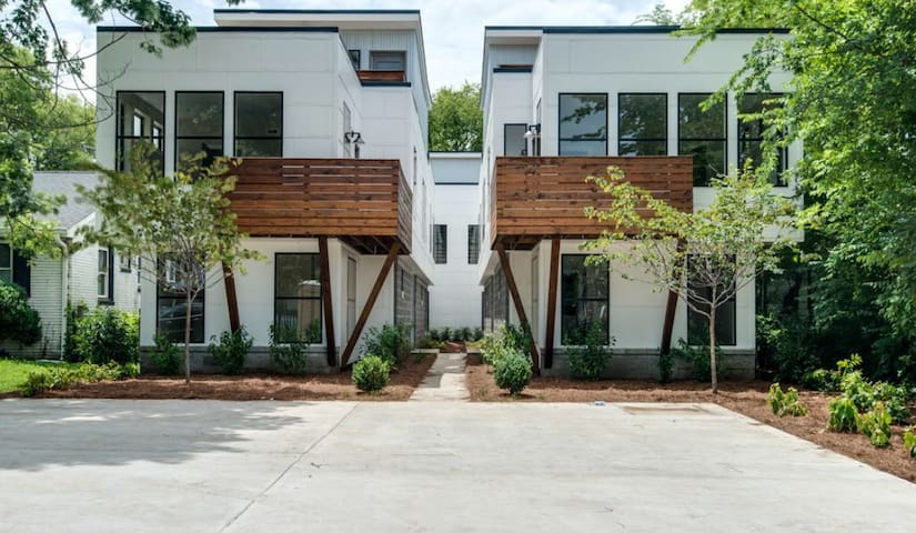 Modern condo with rooftop deck and 5min Downtown - Nashville