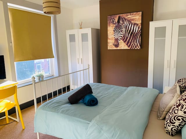 Durban House - 4 Bedroom Home in Kettering