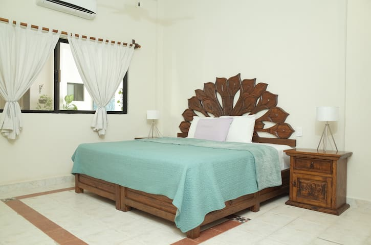 Beautiful & big double room in a great location!!! - Playa del Carmen - Leilighet