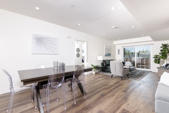 TASTEFUL 2BED 2BATH UNIT IN THE HEART OF HOLLYWOOD