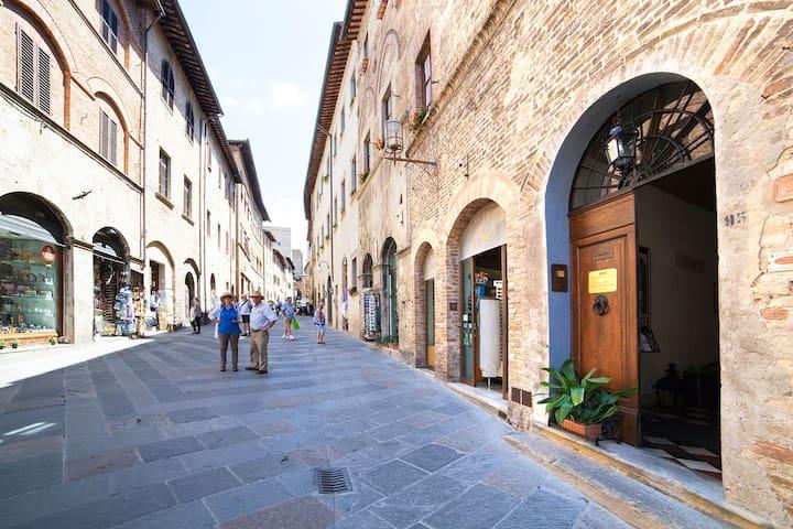 We are in the main street San Matteo, full center San Gimignano