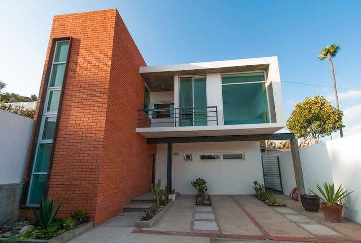 Clean and quiet beautiful modern house in Ensenada