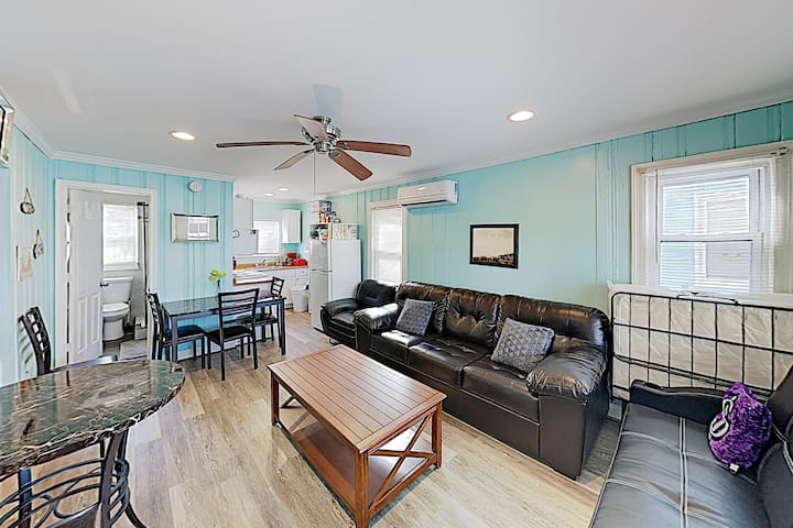 New Listing! Updated Apartment - Walk to Beach