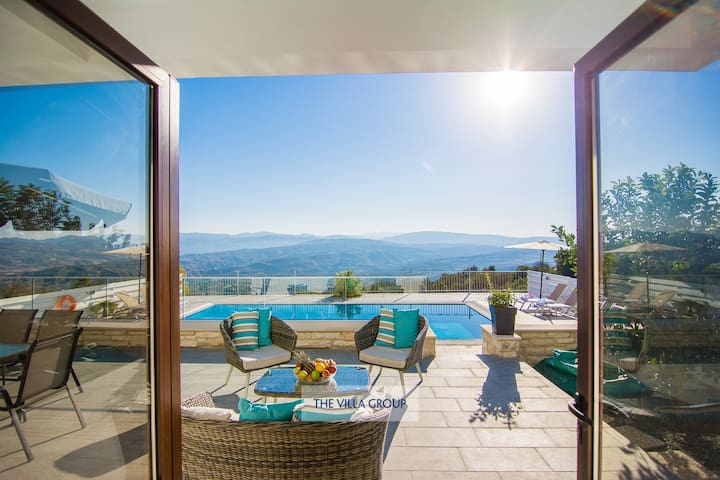 3 bed villa, private pool and uninterrupted views