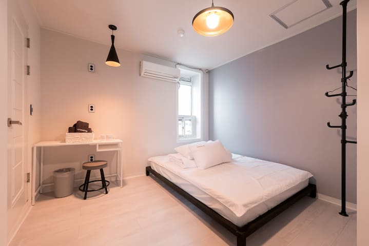 [Creatrip House] Cozy Double Room #3 (@Sinchon)