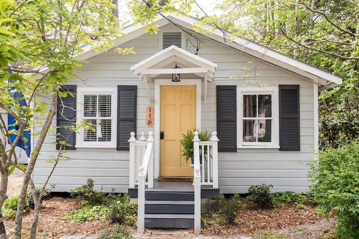 Schoolhouse Cottage in Historic Summerville