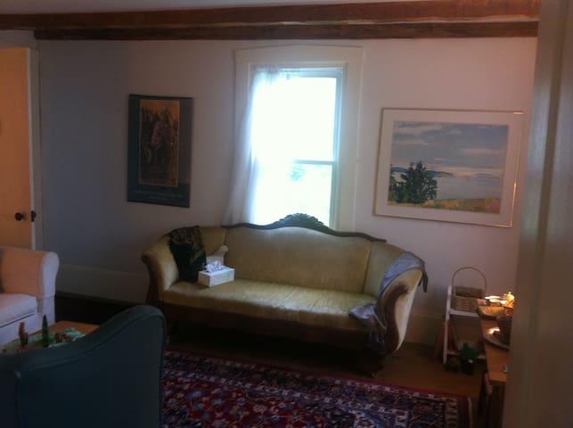Kingbed/sit rm/pr bath near Acadia - Surry - Huis