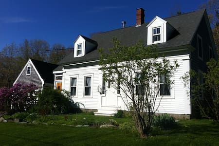 Quiet 1832 Country Farmhouse 2bdrm+sit room Acadia - Surry - Muu