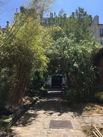 Charmant appt avec petit jardin privatif