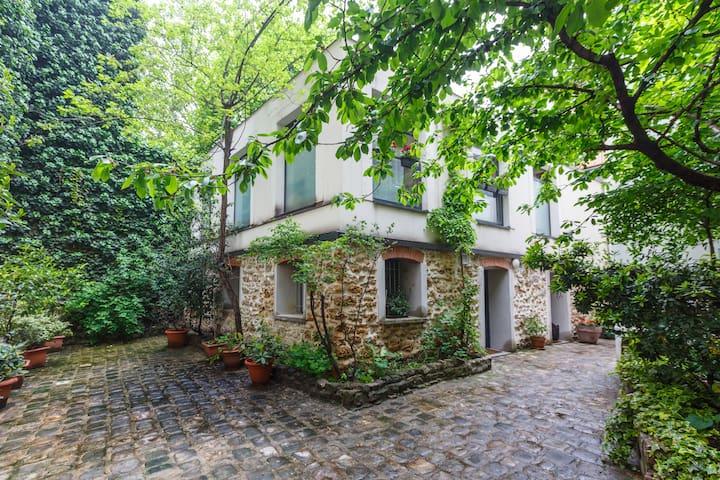 Loft House near Barbes Montmartre