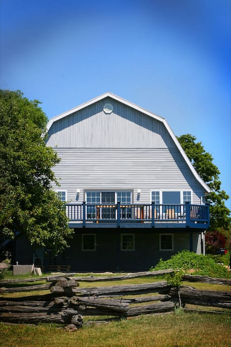 Old dairy barn at sandbanks hayloft vacation homes for for Barn builders ontario