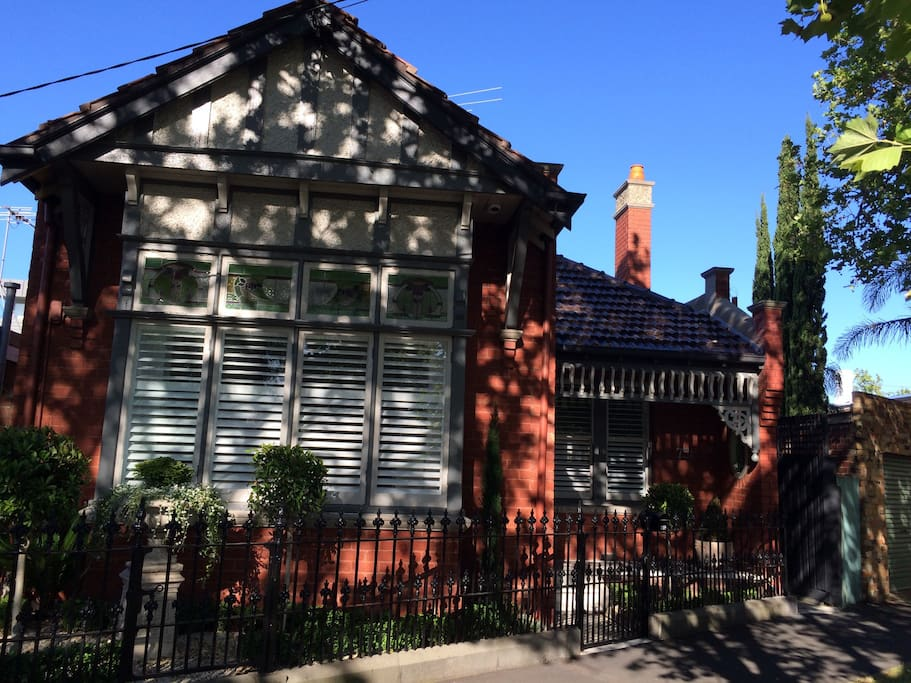 Double fronted Edwardian home with heritage overlay, nestled along a tree lined street in the best part of Albert Park.