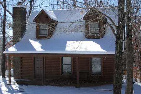 Cozy Log Cabin in the Ozark Woods - Alpena