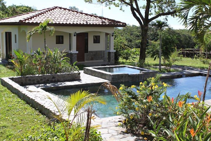 BOQUETE CASITA-FREE SHUTTLE (DAV) - Boquete - Huis