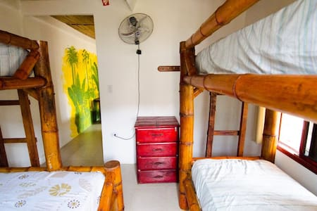 Single bed in a lovely dormitory - Montanita - Asrama