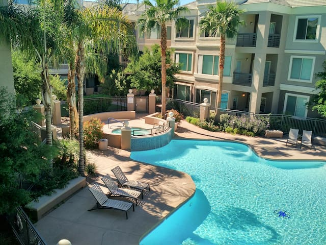 2Bed/2Bath Downtown Tempe Condo, Great View, Pool