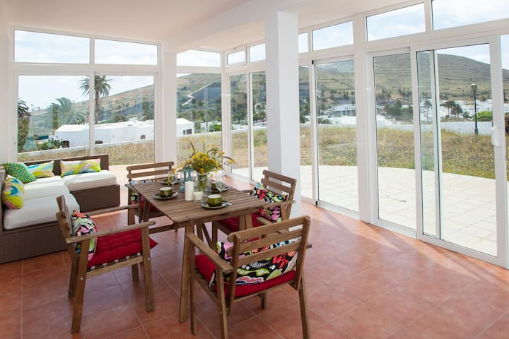 Spacious Villa with Pool and Views to the Valley - Haría - House