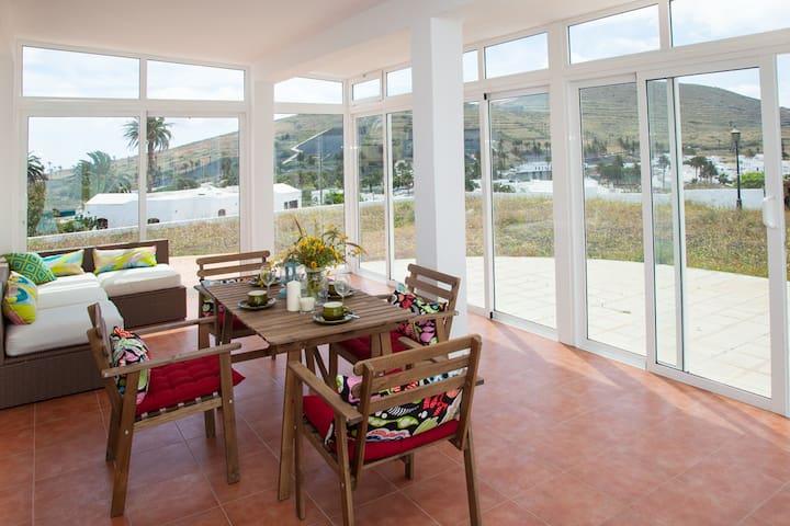 Spacious Villa with Pool and Views to the Valley - Haría - Casa