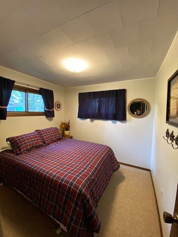 Main floor - queen bed