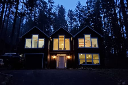 Amazing modern tudor style home on Lake Cushman