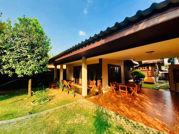 PacefullyThaistyle-House! Large Garden & 3Bedroom