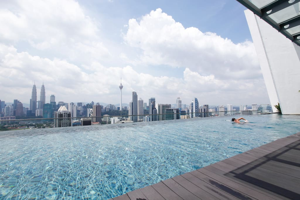 Infinity Pool @SkyLounge with KL Twin Towers View