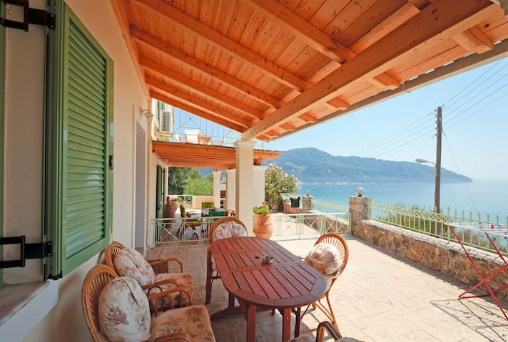 Ferienhaus mit einmaligem Meerblick auf Korfu - Afionas - Hus