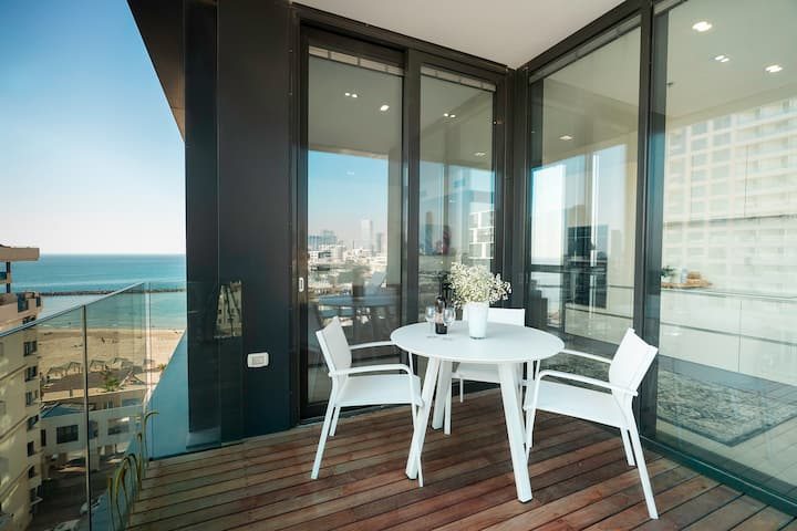 Luxury Beachfront Apartment by Airsuite