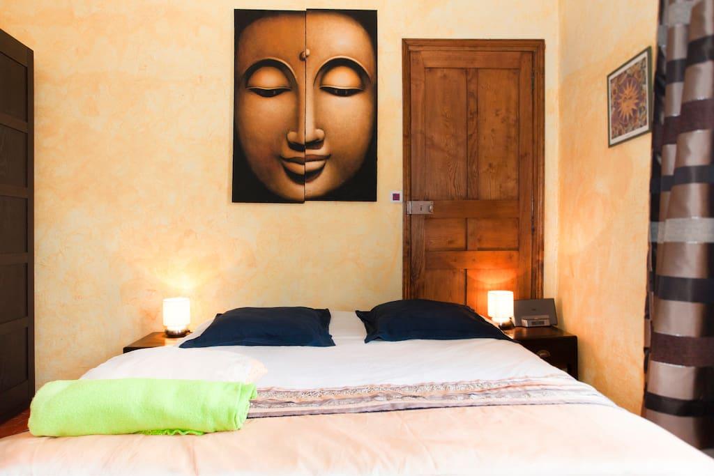 Votre magnifique Chambre Privée en plein coeur de Bastia, spacieuse, cosy, plafonds hauts, sol en tomettes cirées...