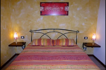 Cozy Yellow Room with Bathroom - Belluno - Bed & Breakfast