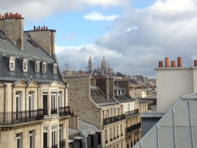 Chambre de bonne vue sur montmartre appartements louer for Chambre de bonne a louer paris pas cher