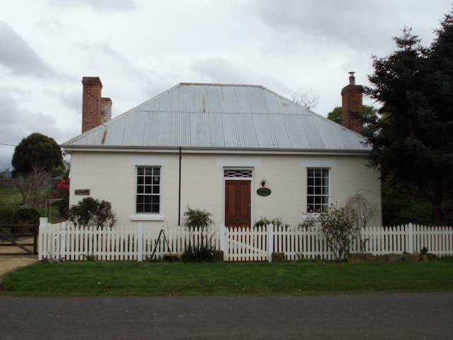 Cottage on Gunning Landfall Cottage - Richmond - House